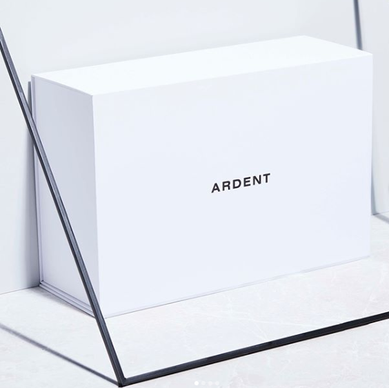 Luxury White Textured Lid And Base Boxes Black Edge Printed For Shoes Packaging