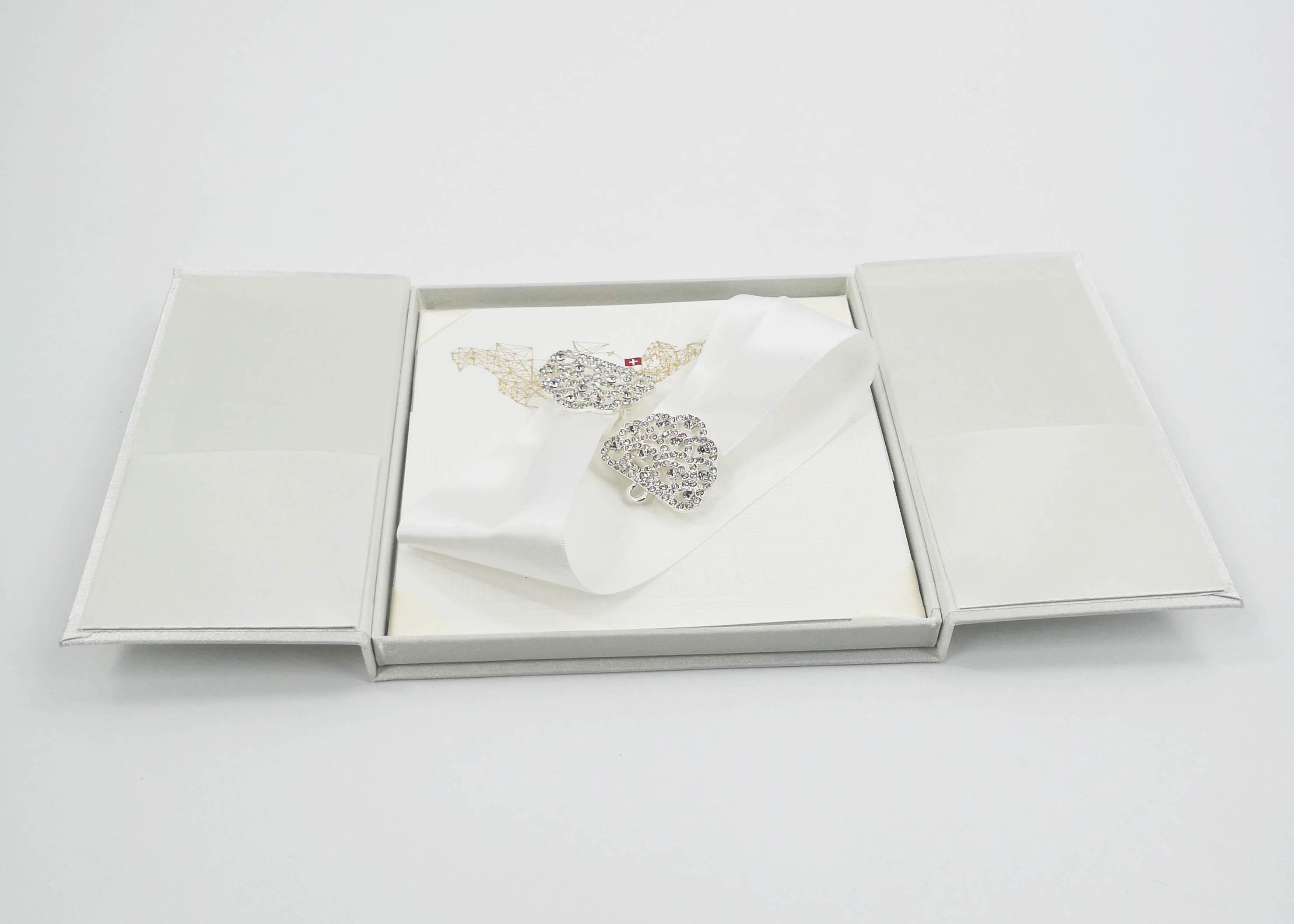 Gift Box Wedding Invitations: Elegant White Silk Cardboard Present Gift Box Wedding